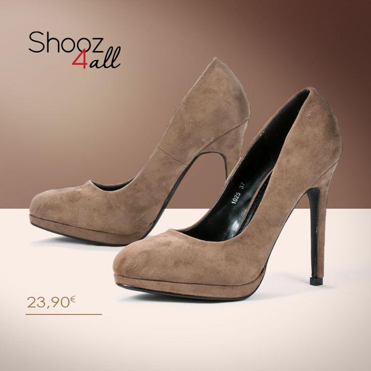 Γόβες γυναικείες σε σκούρο μπεζ με βελούδινη υφή. Διαθέτουν 11 cm τακούνι και φιάπα ύψους 3 cm, που εξισορροπεί το ύψος του παπουτσιού! http://www.shooz4all.com/el/gynaikeia-papoutsia/goves-mpez-veloudines-1025-detail #shooz4all #goves