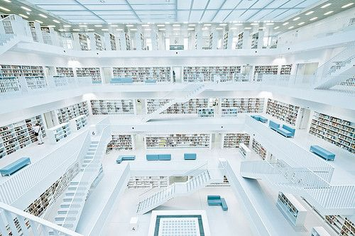 2011年10月21日、ドイツの新しいシュトゥットガルト市立図書館が完成。 韓国の建築家 Eun Young Yi によって建てられたこの図書館はキューブ(立方体)の外観で、内部は4階まであり、白を基調とした洗練されたつくり。