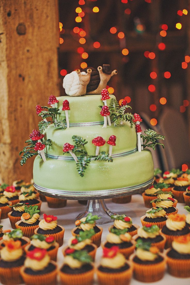 I love the coordinating cupcakes with the wedding cake-- and the mushrooms are pretty awesome