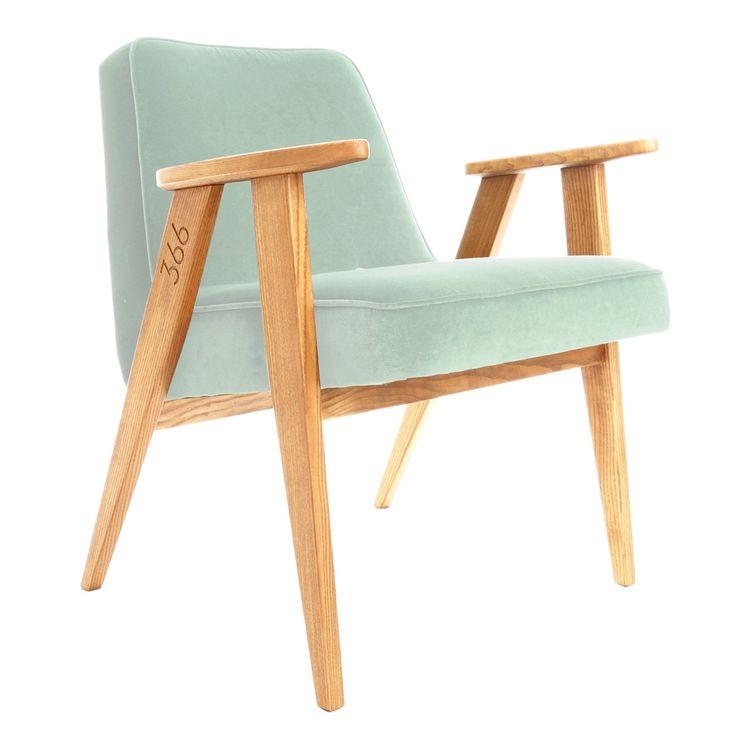 Ce fauteuil design et élégant est une réédition du modèle 366 du designer polonais Jozef Chierowski. On aime ses lignes épurées et scandinaves, ses pieds graphiques en forme de compas, les courbes de ses accoudoirs et son confort. Fabriqué en bois massif de frêne, avec une finition en vernis naturel, couleur chêne naturel ou foncé, et un large choix de tissus, ce fauteuil design est de taille idéale avec une forme harmonieuse qui s'intégrera parfaitement dans votre intérieur. <br /> Le…