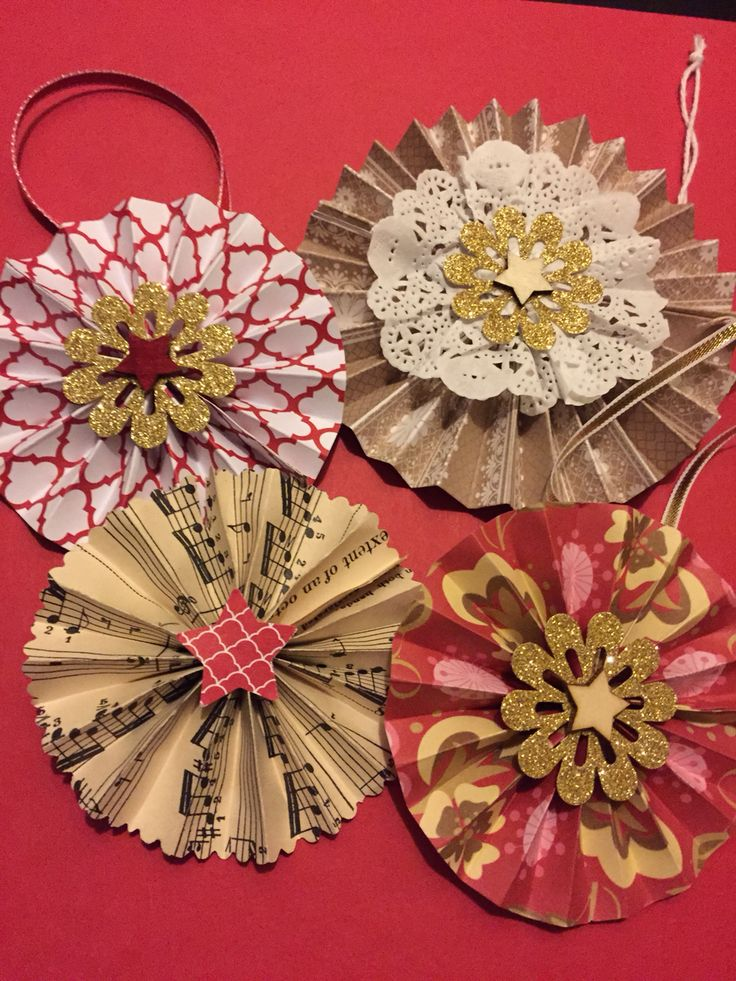 May be a little addicted to making these paper wheel Christmas decorations :)