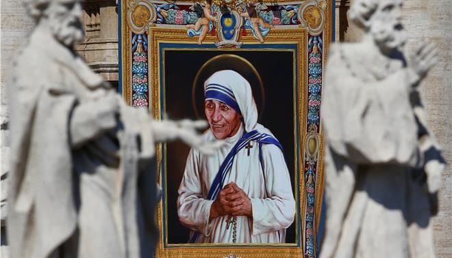 Η μητέρα Τερέζα αγιοποιήθηκε - Κόσμος - Επικαιρότητα - Τα Νέα Οnline