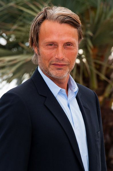 http://www2.pictures.zimbio.com/pc/Mads+Mikkelsen+Michael+Kohlhaas+Photo+Call+5YHa6Mt_h4gl.jpg
