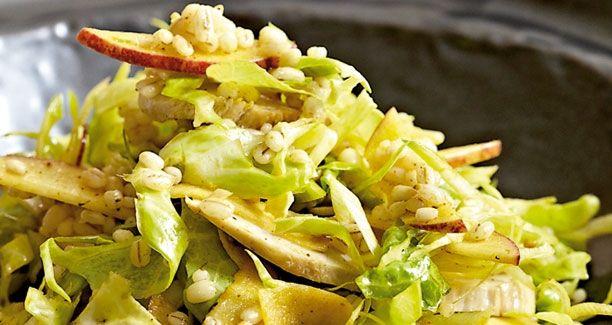 Opskrift: Prøv denne fantastiske og mættende salat med perlebyg - den er grov og kan sagtens være hovedmåltid