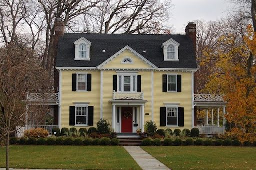 Yellow House- Love the color combo | Yellow house exterior ...