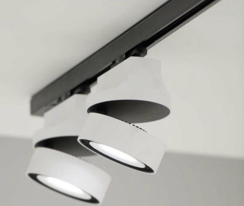 LED track-light (adjustable) YOU-TURN ON AD : REO 3033 DELTA LIGHT