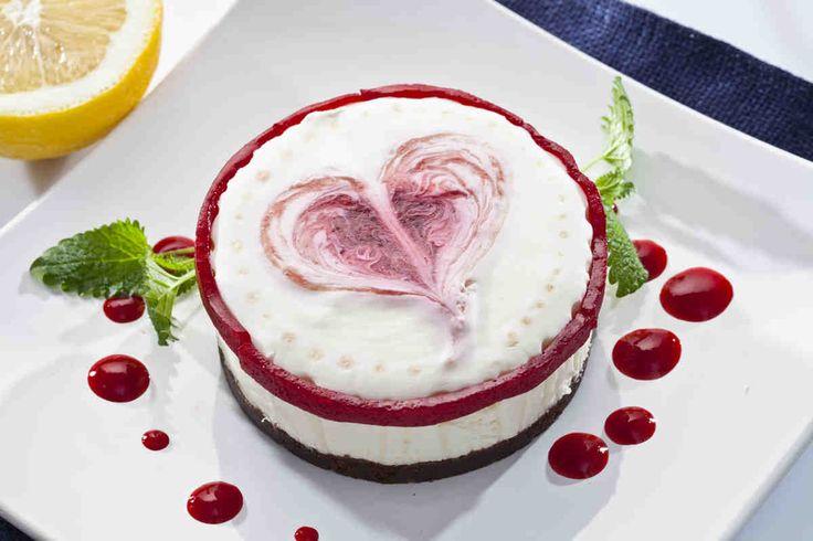 Serniczek na zimno z malinowym serduszkiem #smacznastrona #przepisytesco #sernik #serniknazimno #love #walentynki #maliny #pycha