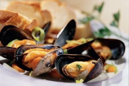 Heerlijke mosselen in de wok: Als voorgerecht of hapje kan dit zeker bekoren. Wij aten het vis gerechtje als hoofdgerecht met een beetje basmati, maar daar wa