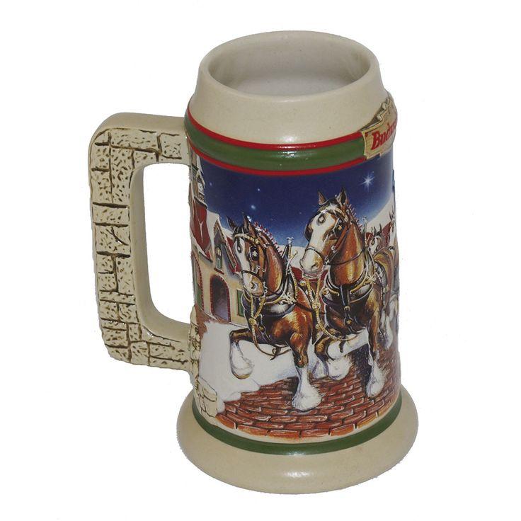 JARRA DE CERVEZA ALEMANA  REFERENCIA:  2522-2  1998, Budweiser. Con relieves representando escena navideña.   Medidas: 18 x 14 cm.