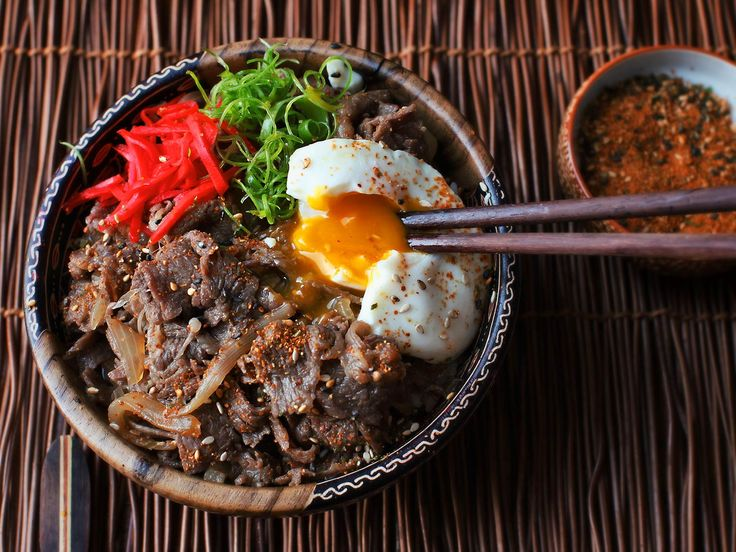 This quick video will show you how to make gyudon, a classic Japanese dish of…