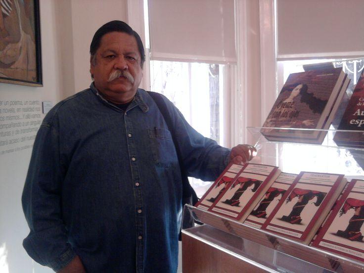 """Presentación de mi libro """"Teatrextos. Un acercamiento a 13 piezas de teatro"""" editado por la Universidad Autónoma de Nuevo León en marzo de 2010."""
