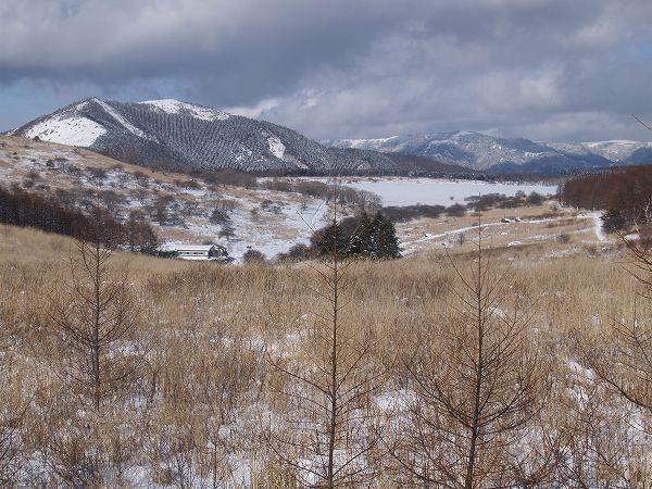 冬の八島ヶ原湿原全景。霧ヶ峰高原のハイキング|八ヶ岳登山ルートガイド。Japan Alps mountain climbing route guide