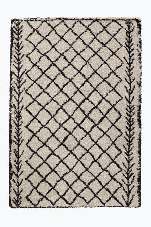 Ryamatta med tät, tjock lugg och mönster som inspirerats av marockanska mattor. Lugghöjd ca 3 cm. Stl 200x290 cm.<br><br>För ökad säkerhet och komfort, använd halkskyddsmatta som håller din matta på plats. Halkskyddsmattan finns i flera olika storlekar.<br><br>Oeko-Tex-certifierad 1002004 vilket innebär att mattan inte orsakar allergiska besvär eller andra hälsoproblem. Produkten har testats för att säkerställa att inga hälsofarliga kemikalier finns kvar. <br><br>100%…