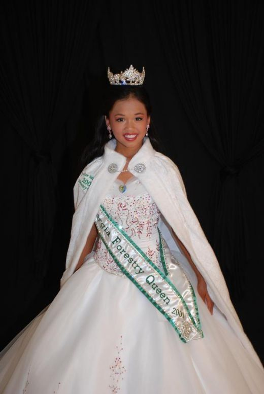 Pageant gowns and beauty pageant dresses should fit well.