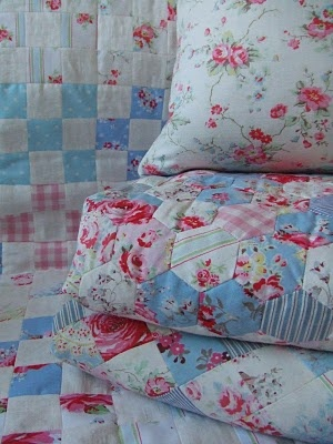 quilts: Shabby Chic Quilts, Hexagon Quilts, Beautiful Quilts, Craft, Patchwork Quilts, Cottage, Cozy Quilts, Hex Hex Hexagons