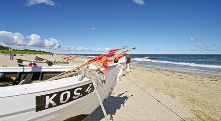 Ein Fischerboot am Strand von Koserow