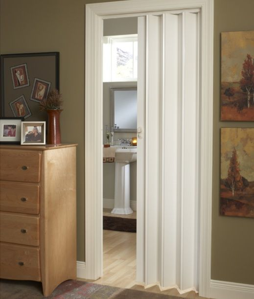 White folding bathroom doors for small spaces | Decolover.net