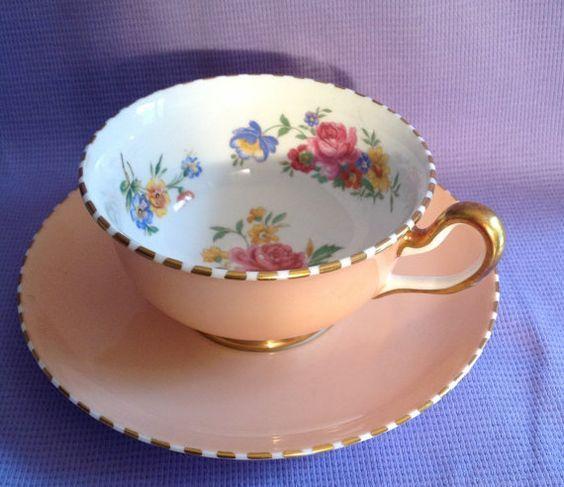 Šálek na kávu * porcelán broskvové barvy se zdobeným zlato bílým okrajem a malovanými květinami ♥♥♥