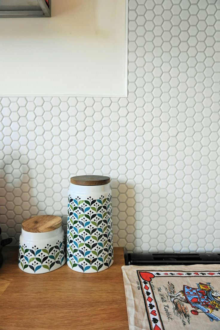 White honeycomb hexagonal tiles in a quirky modern kitchen with a vintage twist. Wooden worktops and white walls make the perfect canvas for adding personality and fun into your kitchen. By Original Style UK. https://www.originalstyle.com/en/tiles/product?id=CS-HNYCOMW