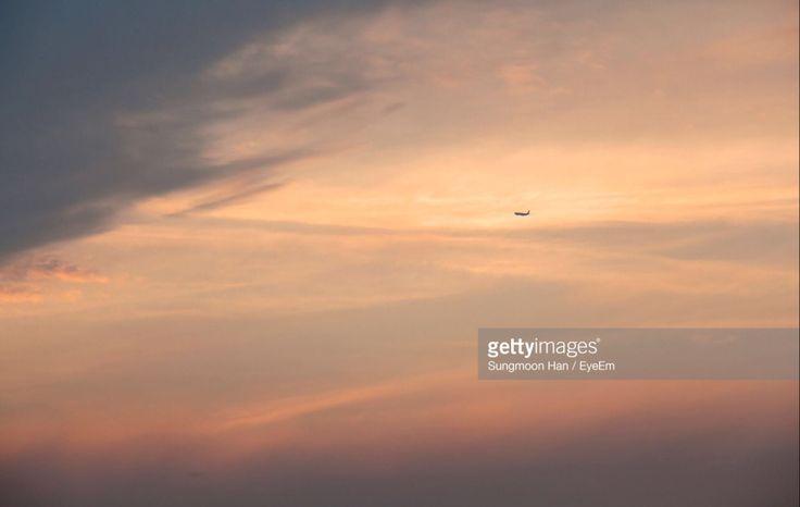 Yeongjongdo, Incheon, South Korea (Photo by eyepurifier, Alex SM Han) #Eulwangri #Yeongjongdo #Inchron #sunset #cloud #twilight #landscape #airplane #flying #dpace #Koreatravel #gettyimages #sky #k…