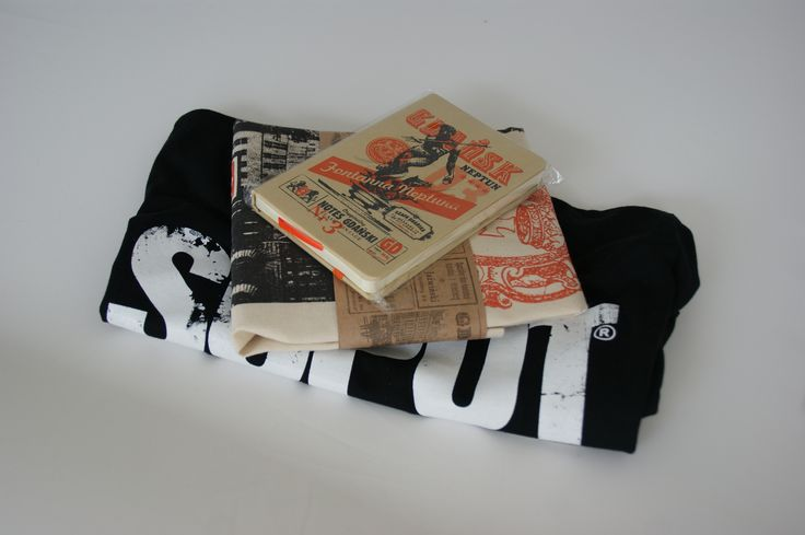 Set of Gdańsk souvenirs: Gdańsk note, retro bag and Sopot Never Sleeps T-Shirt. #findlocalgift #set #giftpack #giftset #Gdańsk #souvenirset #tricity #sopotneversleeps #sopot #gdynia #souvenir #gift