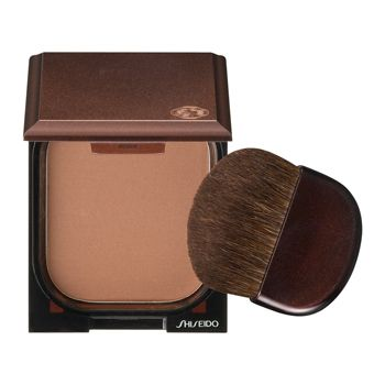 Create a natural, radiant, sun-kissed look with Bronzer.