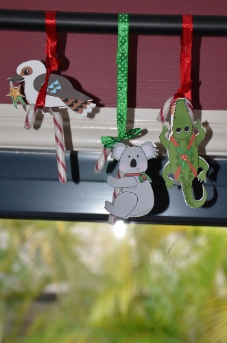 Candy Cane Clingers: Free printable for christmas decorations or to give as a gifts. Aussie and US version!