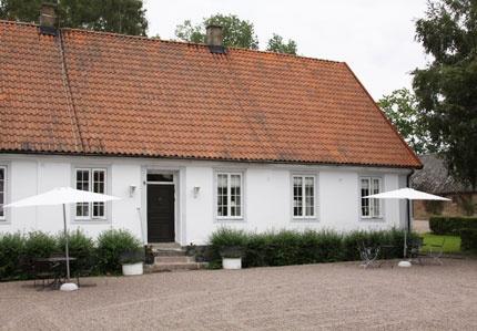 Rosenhälls Gård, 10 min från Helsingborg. Stor skånsk herrgård med bed & breakfast.