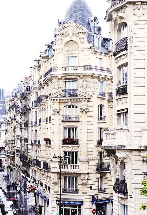 Paris architecture. Looks just like our apartment when we stayed in the 10th. <3