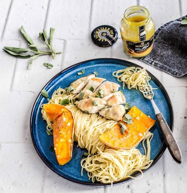 Glasierte Hähnchenbrust mit Spaghettini und Kürbis-Salbei-Soße