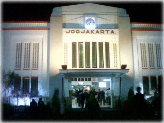 Tugu Station, Jogjakarta Indonesia Yogyakarta Station, formerly known as Tugu station, is located in Yogyakarta, Yogyakarta Special Region and is under the auspices of PT Kereta Api Indonesia Region VI Yogyakarta. This station and its railway tracks stretching from west to east and also as the border of Jetis and Gedongtengen regency. These station serve the departure and arrival of Executive and Business Class train from Jakarta, Bandung, and Surabaya. [wikipedia]