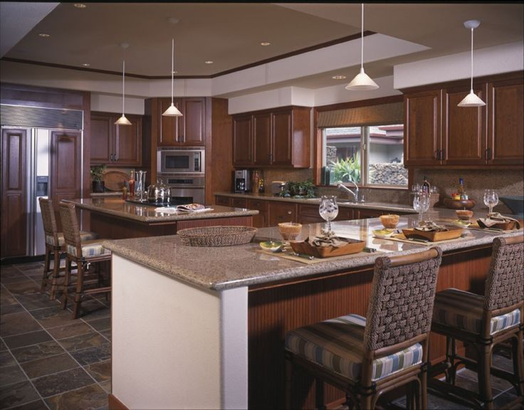 Crystal cherry sienna 1900 series kitchens bellmont for Traditional kitchen color schemes
