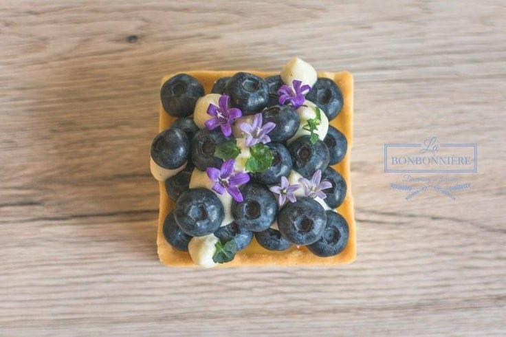 Lemon and Blueberry TART with edible flowers