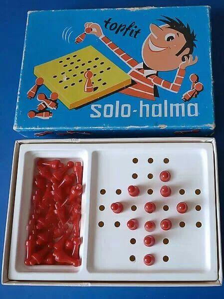DDR: Solohalma ... Hatte das nicht jeder in seinem Spielschrank?! Bei diesem Spiel sind alle Felder besetzt außer in der Mitte. Dann muss man immer über einer dieser Steine sprinngen und versuchen so wenige wie möglich übrig zu lassen.