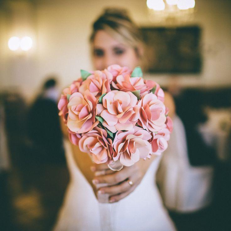Bouquet da lancio Unusual Bouquet alternativo Bouquet da SPOSA ROSE, carta, ed ALTRI materiali. Completamente REALIZZATI A MANO, PERSONALIZZABILI per il tuo giorno più bello  www.unusualbouquet.it #Bouquet #sposa di #carta, #stoffa, #plastica, #creati a mano #handmade #alternativebouquet #bouquetalternativo #bouquetbottoni #bottoni #bouquetfattiamano #sposa #bride #wedding #matrimonio #accessorimatrimonio #brideswedding#rame #bouquetrame
