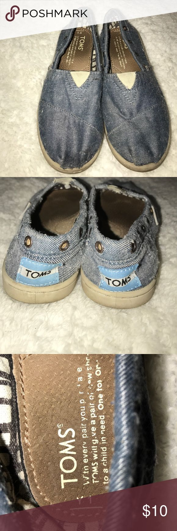 Kid Toms preloved Kids Toms preloved 1y need a cleaning TOMS Shoes Flats & Loafers