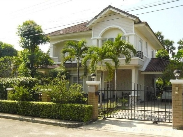 http://www.thailand-property.com/real-estate-for-sale/4-bed-villa-chiang-mai-hang-dong--92565