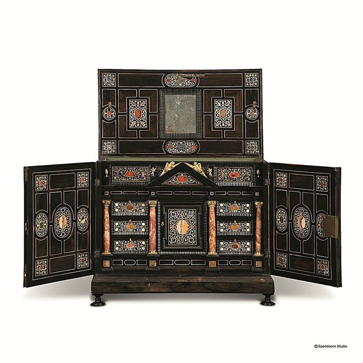 Florentine cabinet, Circa 1700. Rosewood veneer inlaid with ivory and semi-precious stones, adorned with marble columns and crowned with Corinthian capitals in chiselled gilt bronze. H 59 x W 62 x D 34 cm. Courtesy Theunissen & de Ghellinck.