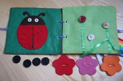 Biedronka i kwiatki przypinane na guziki- filcowa książeczka. Ladybug and flowers pinned on buttons - felt booklet. DIY