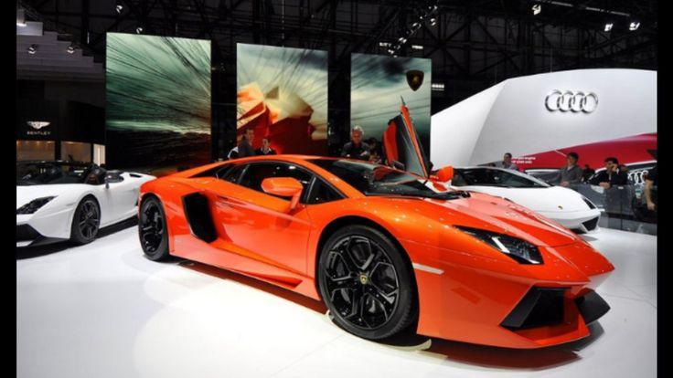 Der Lamborghini Aventador hat 700 PS, damit Beschleunigt er in nur 2,9 s von 0 auf 100 Km/h und Schaft 360 Km/h Spitze. Der Preis liegt bei 312.970 € !