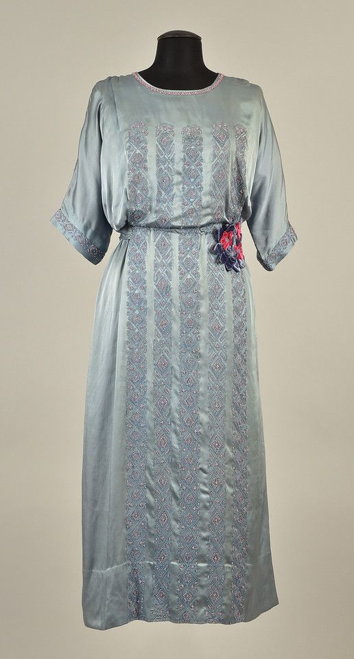 LOT 539 GOING-AWAY DRESS WORN by PRINCESS MARY of GREAT BRITAIN, 1922 - whitakerauction