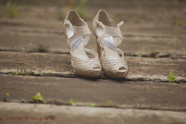 """""""Los #zapatos se los hicieron a mano en el #taller de www.jorgelarranaga.com"""" #artesanal #shoes #fashion #piton #ante"""