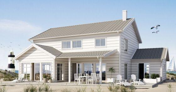 Stor och charmig strandvilla i två plan. Här finns många fina vinklar och extra tak som ger bra skydd både vid entré och uteplats!
