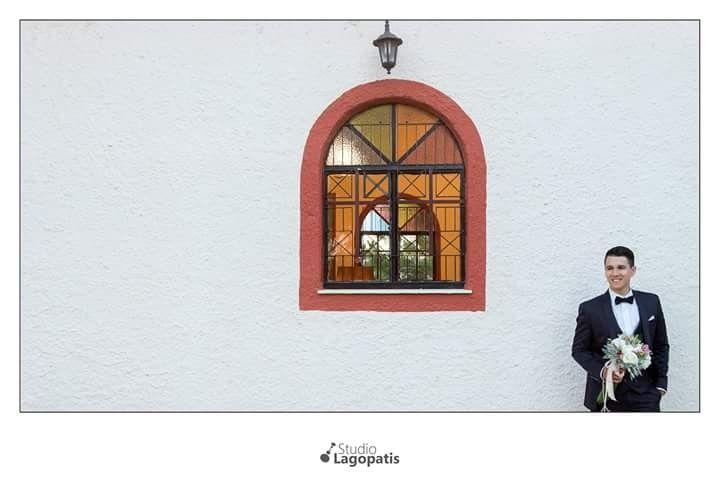 Can't wait to #marry you... #groom #church #wedding #weddingphotographer #weddingphotography #gamos #weddingbouquet #weddingingreece #soontobemarried www.lagopatis.gr