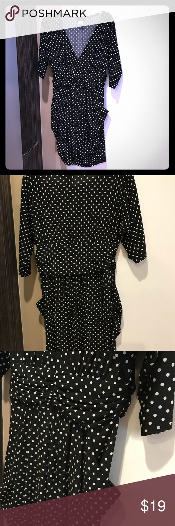 "Cute black & white tunic dress with great details This is such a cute mini dress or tunic! Front pockets and side shirring provide a slimming profile. V neck gives a hint of seduction. 19"" armpit to armpit and 34"" back neck to hem. B. Smart Dresses Mini"
