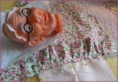 Oma krijgt een bloemetjesjurk - Poppenkastpoppen met Plastic Koppen