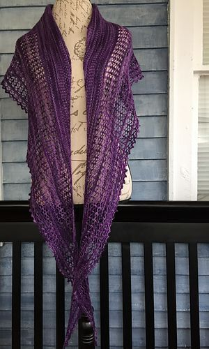 FREE Knitting Pattern • Ravens Land is a one-skein-wonder pattern! Beautifully knit shawl perfect for any season with just one skein of fingering weight yarn! http://www.ravelry.com/patterns/library/ravens-land