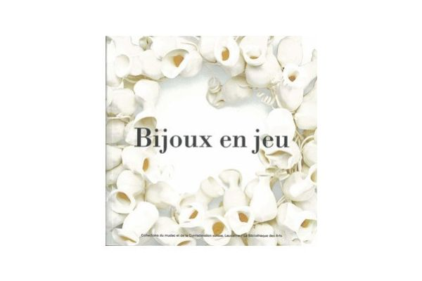 Bijoux en Jeu, 2015, text: Mudac and various is one of Charon Kransen Best Books of 2015,  find more in the article