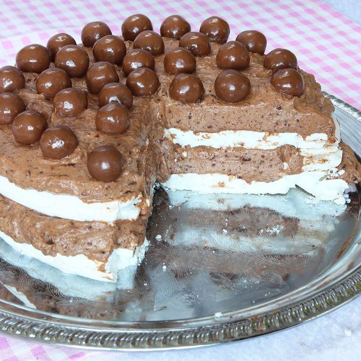 Marängchokladmoussetårta med chokladkulor – Lindas Bakskola