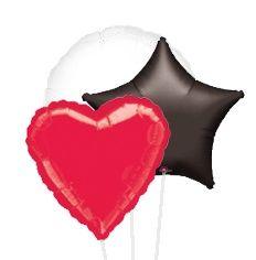 Decora con globos metalizados de corazón, estrella, circulares, rombos y otras figuras en  negro, rojo, plata, blanco o dorado.